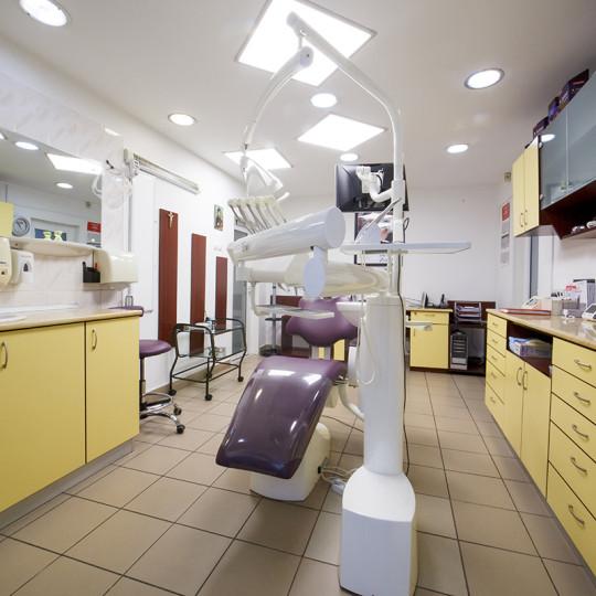 http://dentalplus.ro/wp-content/uploads/2015/12/Dental-By-JordaniStudio-002-copy-540x540.jpg