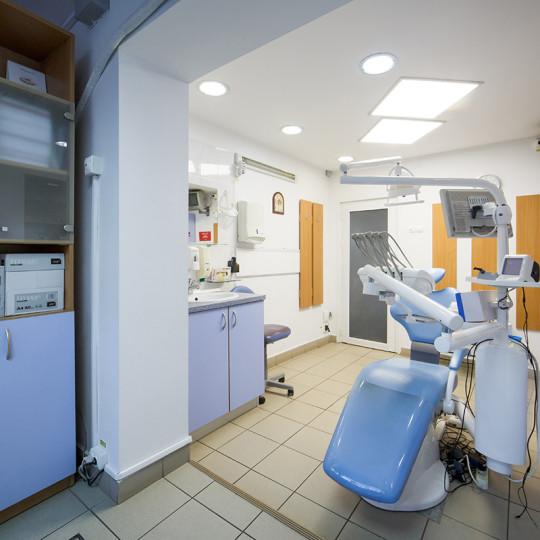 http://dentalplus.ro/wp-content/uploads/2015/12/Dental-By-JordaniStudio-010-copy-540x540.jpg
